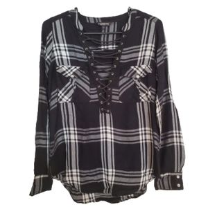 Express Shirt with Lace Up Front Black and White M